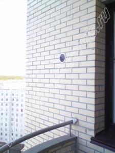 Приточный клапан КПВ-125, вид с улицы.
