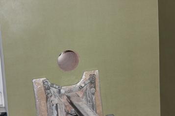 Описание: Чистое и аккуратное готовое отверстие в стене